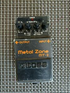 Used black boss metal zone mt2 distortion effect electric guitar pedal