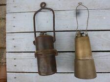Deux lanternes ou autre lampes en laiton et fonte