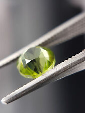 Natural stunning green peridot, round cut 1.35ct
