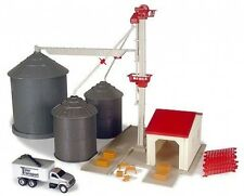 NEW Ertl Grain Feed Set, Over 45 Pieces, 1/64 Scale, Ages 5+ (TBEK12924)