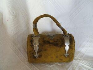 ancienne petite boite à couture en forme de sac à main
