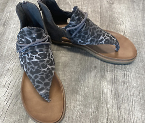 """L@@K! Very G Sandals """"Angelika"""" Cow Print Shoes, NWT, Size 7 Retail $49.99"""
