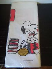 "PEANUTS GANG SNOOPY + CHARLIE BROWN HALLMARK VALENTINES DAY TABLE COVER 102""X60"""
