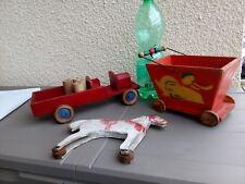 Lot de trois anciens jouets en bois a tirer camion cheval chariot canard