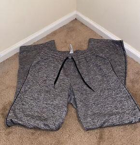 Under armour Women's Gray Sweatpants Pants Bottoms Athletic Medium
