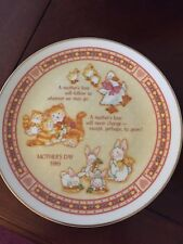"Designers Collecton ""A Mothers Love� Mothers Day Plate 1986.t3"