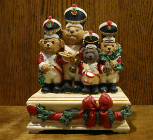 "MUSIC MAKERS TEDDY BEAR BAND, plays ""Deck The Halls"", LE 5523/12000, 7.75"" high"