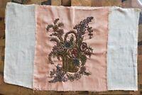 Broderie ancienne mélangeant l'or, l'argent, le velour, la soie et le lin