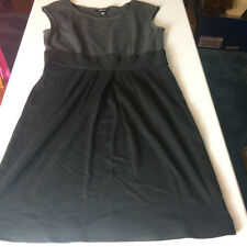 Ladies Dress Style & Co Size 8 Gray and Black Career Dress - preowned E10