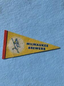 """Milwaukee Brewers 1970s era 7"""" mini felt pennant"""
