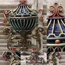 blason médicis patinée en fonte de fer décor de feuillages en bronze  XX siècle