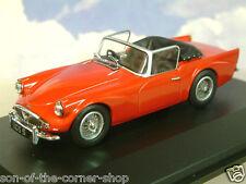 Excelente Oxford Diecast 1/43 Daimler Sp250 (Dardo) Hood Abajo en Real Rojo
