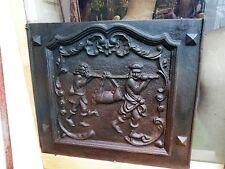 Plaque ancienne de cheminée   retour de chasse 2 hommes portant une biche