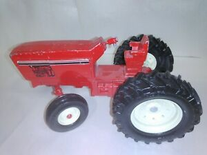 ERTL RED METAL TOY TRACTOR1/16
