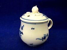 Rare pot à crème couvert en porcelaine d' Arras 18 siècle .