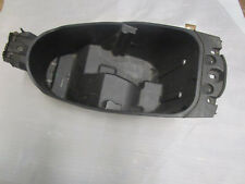 e1. YAMAHA MAJESTY 125 MBK SKYLINER STORAGE COMPARTMENT Helmet Holder Seat Cover