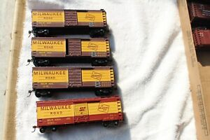 4 HO MILWAUKEE ROAD BOX CARS 8363, 8401, 8559 & 8427 YELLOW BAND EXCELLENT CARS