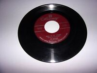 Vic Damone: Here In My Heart / Tomorrow Never Comes / 45 Rpm 1952 / VG