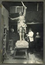 Photo J. Daru - Le Sculpteur Felix Benneteau-Desgrois dans son Atelier - 1919 -