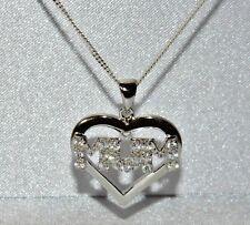 """Beautiful Solid Sterling Silver (925) """"MUM"""" Heart Pendant & Chain"""