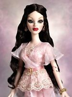 """*Wilde Imagination NRFB """"BEAUTIFUL BUT DEADLY PARNILLA"""" wigged dressed doll NEW"""