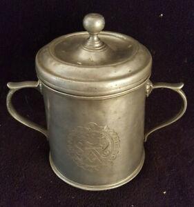 Ancien Pot À Tabac Étain campanile Massif Gravé Cavalier Symbole Maçonnique boît
