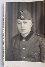 """27241 Portrait Foto AK Soldat mit Mütze """"Zur Erinnerung an Polen 1939 und 1940"""""""