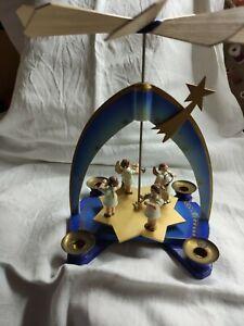 Weihnachtspyramide blau Erzgebirge, Engel Musikerengel
