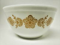 Vintage Pyrex Butterfly Gold 1.5 Quart Mixing Bowl