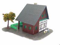 Waldhaus mit Fachwerk Waldweg und Figuren Spur N C1235