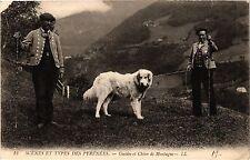 CPA Scénes et types des Pyrénées Guides et Chien de Montagne (415627)