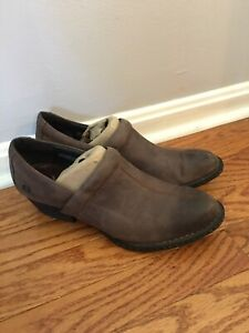 Born Women's Size 9.5 M Leather Clogs  Mules Slip Ons