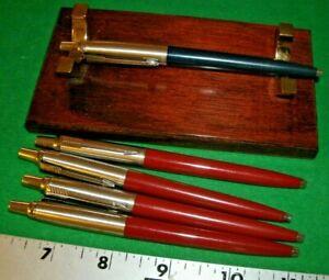 Parker Jotter Ballpoint Pens 1- Black 4 burgundy