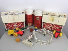 Vtg 1967 FISHER PRICE FAMILY PLAY FARM #915 Barn Silo Animals Tractor Farmer Toy