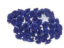 72 petites roses bleu roy. Décoration de mariage