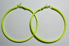Bijou fantaisie : boucles d'oreille créoles jaune fluo - diamètre 5,5 cm