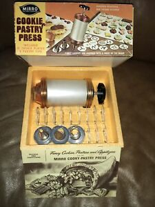 Vintage MIRRO Cookie Pastry Press Set- 12 Discs / 3 Tips NOS Made In USA