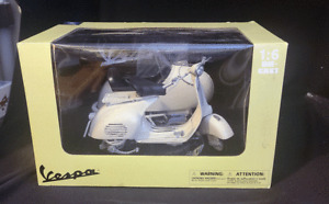 New Ray Piaggo Vespa & Side Car Collectible Die Cast Toy 1:6 Scale  150 VL 1955