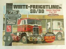 Amt White Freightliner Sd/Dd Truck Tractor 2 in 1 Kit 1/25 Scale Sealed