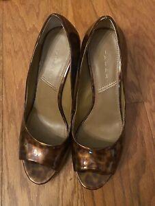 Tahari Senora Tortoise Open Toe Pumps. Size 7.5. Preowned