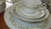 Fine China Dinnerware set Bell Flower Fine China of Japan s/12 EUC 79 piece