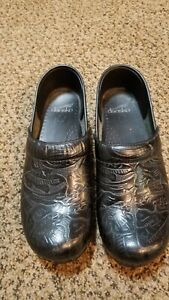 Dansko Womens Size 39 US 8.5/ 9 Clogs Black Leather Embossed