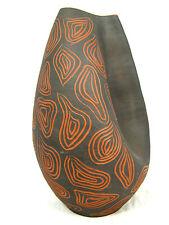 Sehr schöne , asymmetrische 50er Jahre Design Keramik Vase  Ritzmarke AB 21 cm