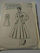 FASHION Vintage Sewing Pattern 2441 - (Bust 34)
