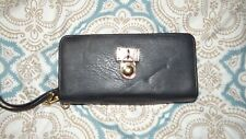 Michael Kors Travelers Wallet Great Condition Black 2 Zipper