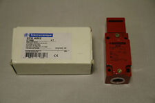 TELEMECANIQUE SAFETY LIMIT INTERLOCK SWITCH XCS A502 - NEW OLD STOCK