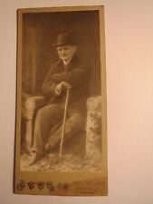 Eisleben - Otto Pipo als sitzender Mann mit Stock und Hut - Kulisse / CDV