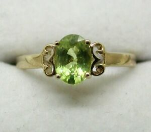 Lovely 9 carat Gold Green Topaz Solitaire Ring Size N