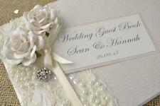 Livres d'or et stylos roses pour le mariage