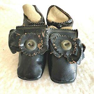 Antique vintage circa 1900 black leather 1 button closure childs shoes, ex cond